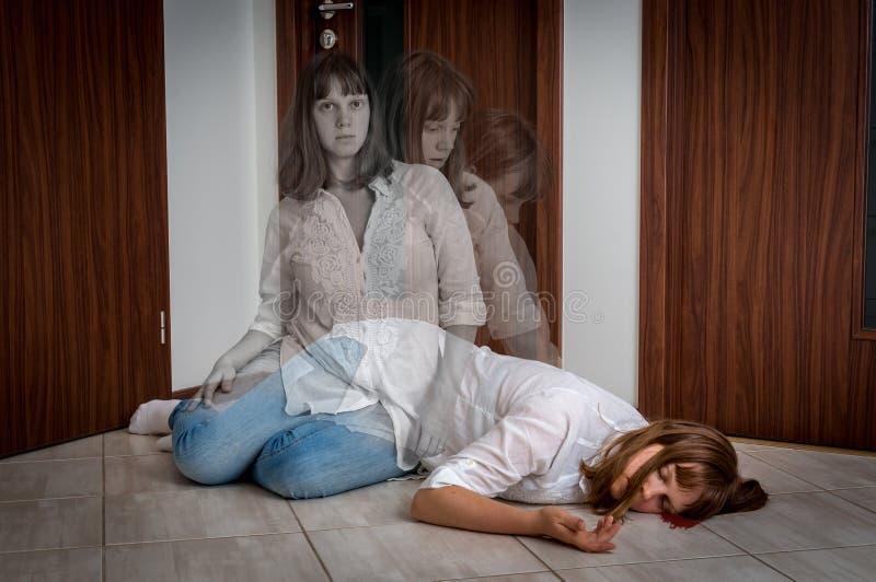 L'anima lascia il corpo dopo la morte del ` s della donna fotografie stock libere da diritti