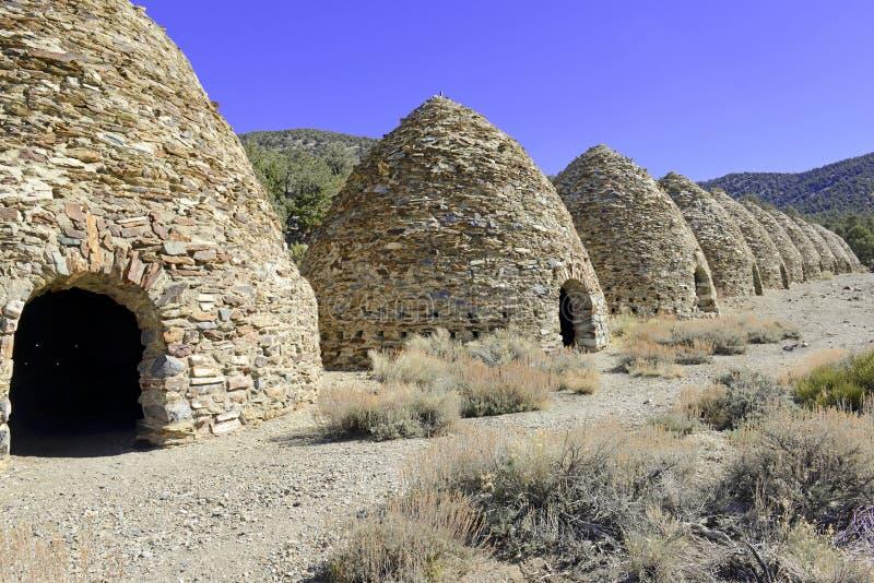 L'annata, alveare ha modellato i forni del carbone, parco nazionale di Death Valley fotografia stock