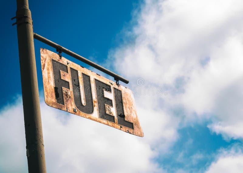 L'annata del combustibile ha arrugginito segno fotografie stock