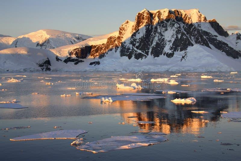 l'Antarctique - la Manche de Lamaire photographie stock libre de droits