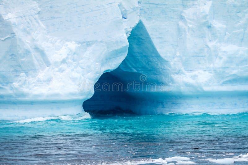 L'Antarctique - péninsule antarctique - iceberg tabulaire dans Bransfield images libres de droits