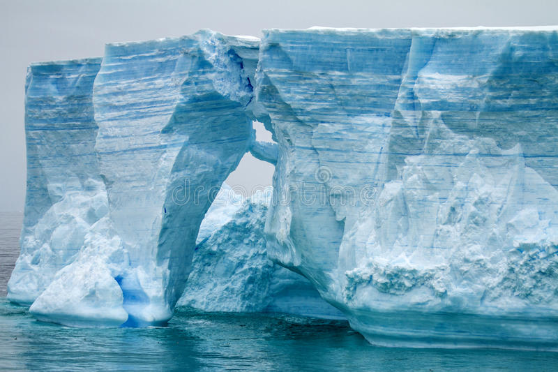 L'Antarctique - péninsule antarctique - iceberg tabulaire dans Bransfield photographie stock libre de droits
