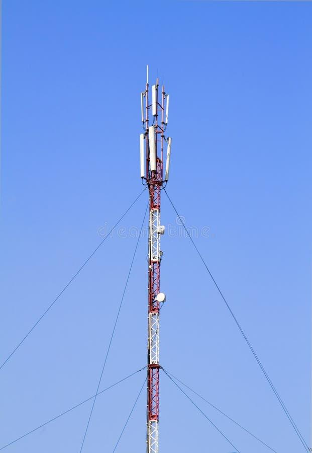 L'antenna dell'operatore mobile fotografia stock