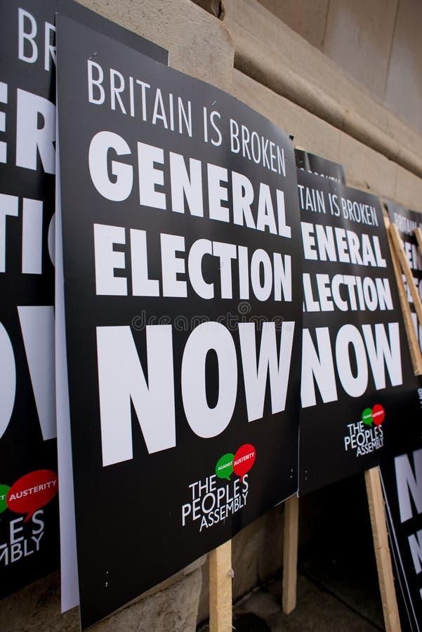 L'anti manifesto di governo visto alla Gran-Bretagna ora è rotto elezione generale/dimostrazione a Londra fotografia stock libera da diritti