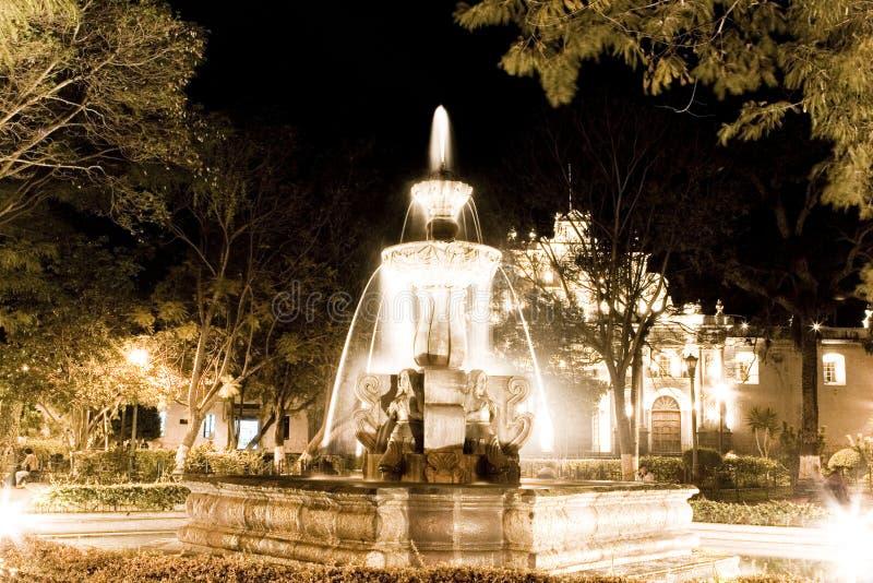 L'Antigua alla notte fotografie stock libere da diritti