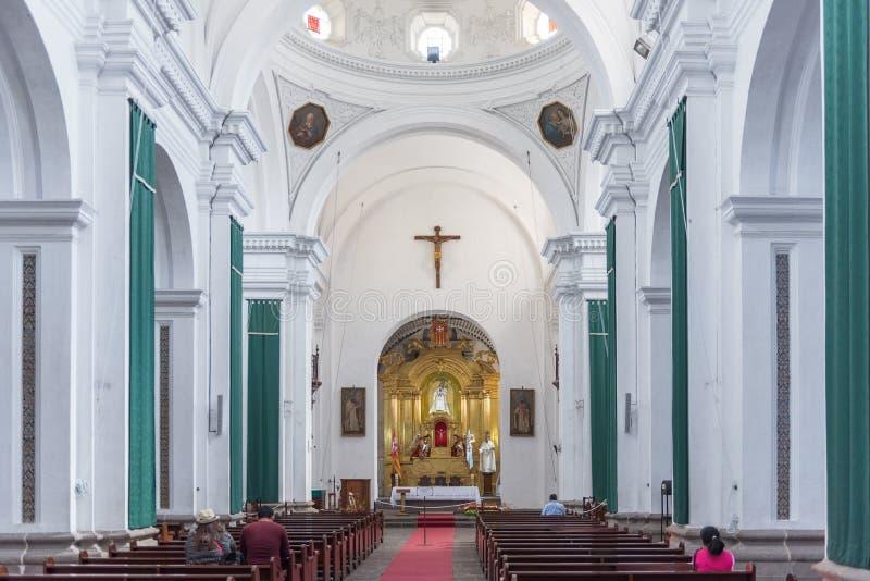 L'ANTIGUA, GUATEMALA - 11 NOVEMBRE 2017: Interno della cattedrale dell'Antigua, Guatemala L'Antigua è una piccola città circondat fotografie stock libere da diritti