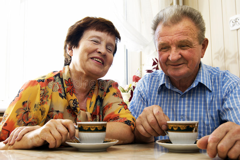 l'anziano felice delle coppie ha sorriso fotografia stock libera da diritti