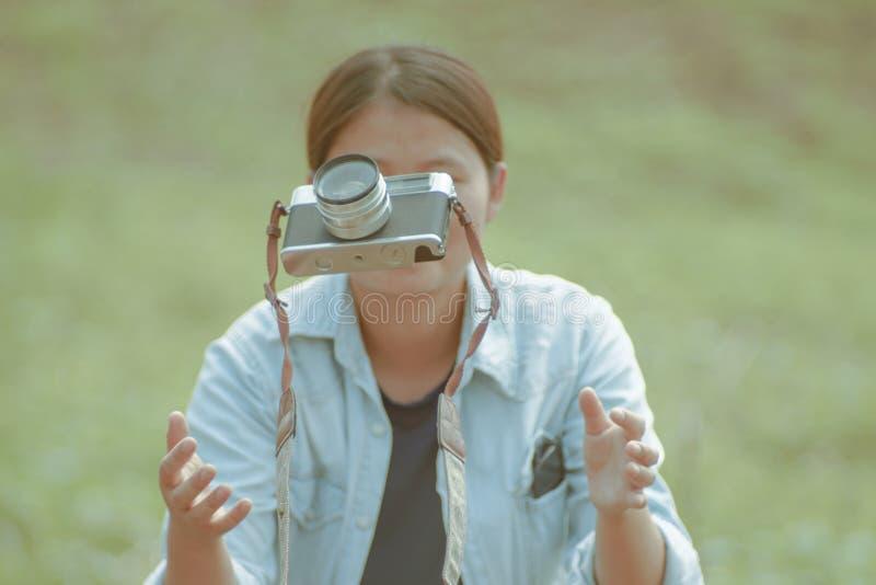 L'appareil-photo est un outil pour mes souvenirs impressionnants images libres de droits