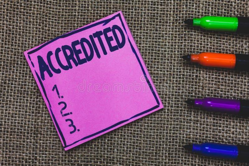 L'apparence conceptuelle d'écriture de main a accrédité Photo d'affaires présentant ayant l'autorité de crédits à quelque chose c photos stock
