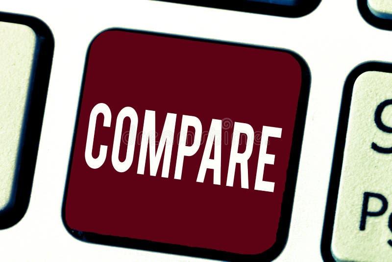 L'apparence de signe des textes comparent La mesure conceptuelle d'évaluation de photo notent les dissimilitudes de similitudes e photo stock