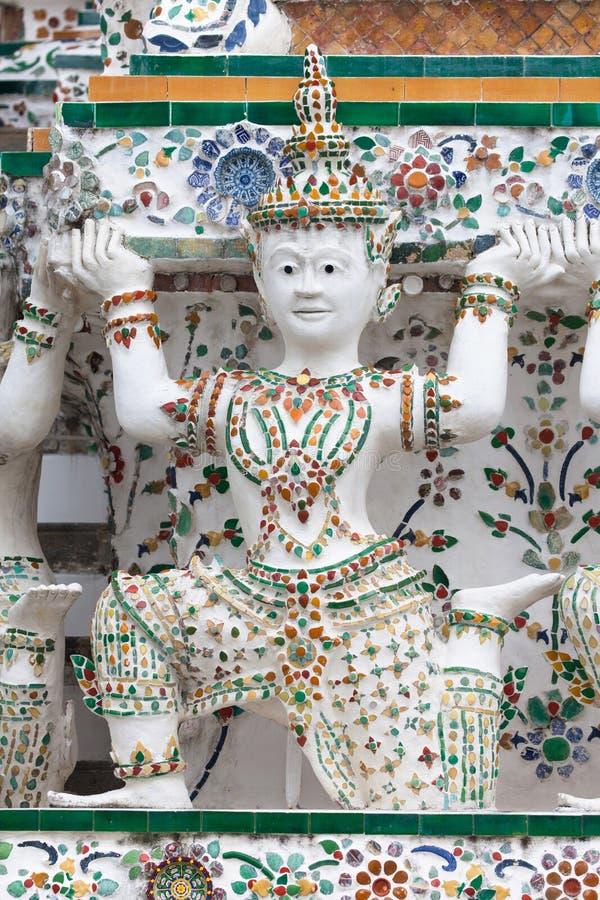 L'appoggio della cariatide bombarda a Wat Arun fotografia stock libera da diritti