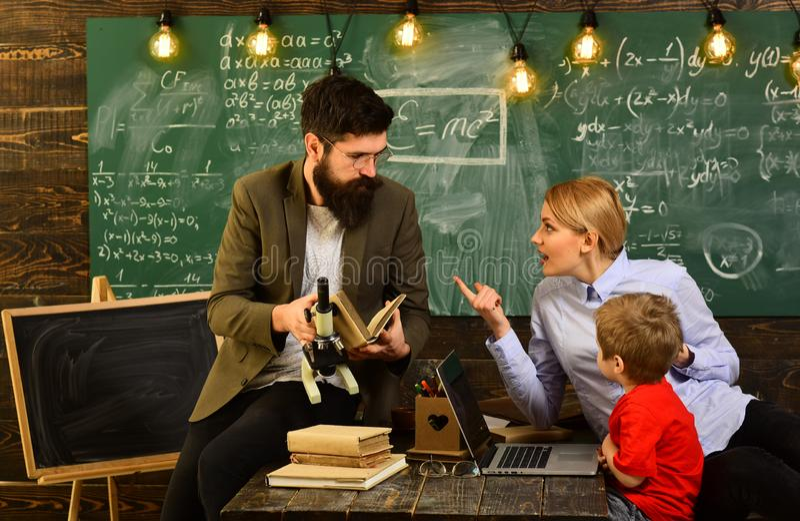 L'apprendimento dell'università di istruzione ed il concetto della gente, il concetto di collaborazione del gruppo di conferenza  immagine stock