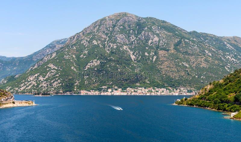 Download L'approche à Kotor photo stock. Image du site, château - 56485440