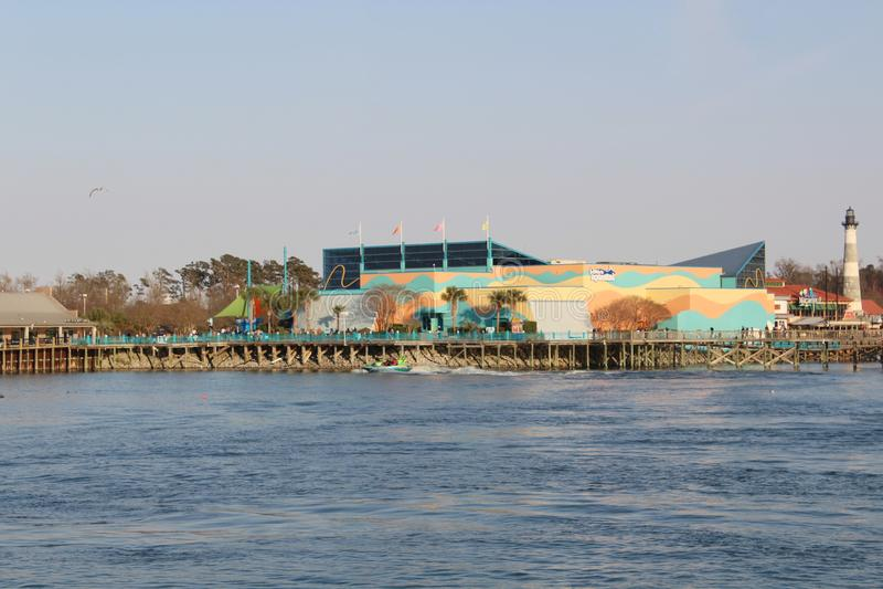 L'aquarium de Ripley donnant sur l'océan image stock