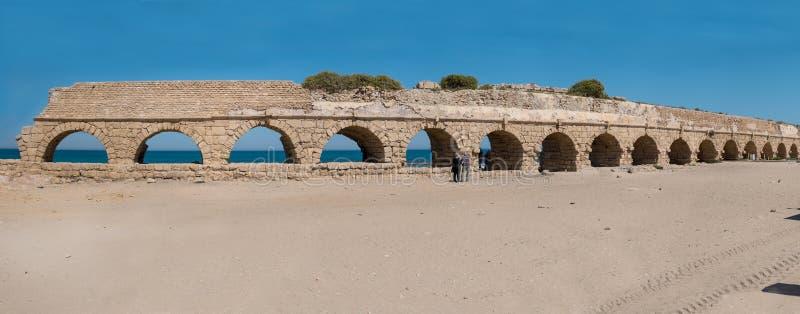 L'aqueduc romain de Césarée près de Hadera, Israël image libre de droits