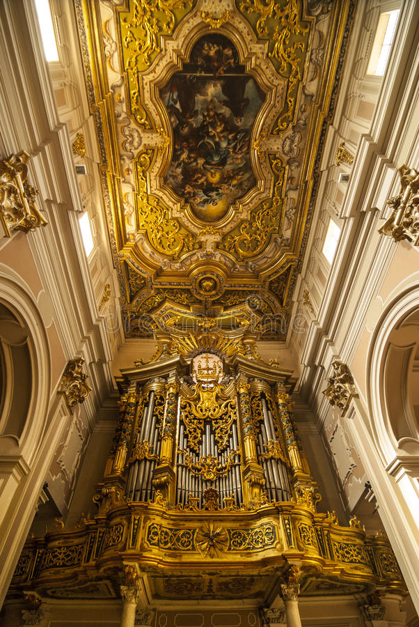 L'Aquila - Organ in der San- Bernardinokirche stockfoto