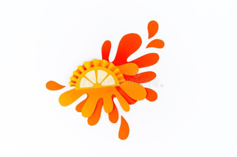 L'arancia con spruzza fatto di carta Priorit? bassa bianca immagini stock
