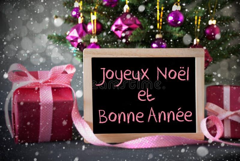 L'arbre avec des cadeaux, flocons de neige, Bokeh, Bonne Annee signifie la nouvelle année photographie stock libre de droits