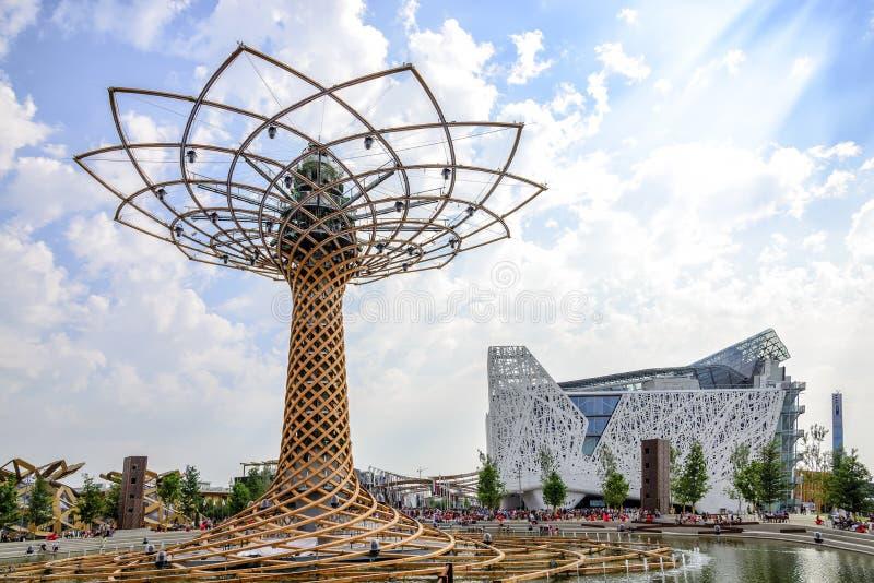 L'arbre de la vie et le pavillon italien à l'EXPO 2015 à Milan, Italie photographie stock