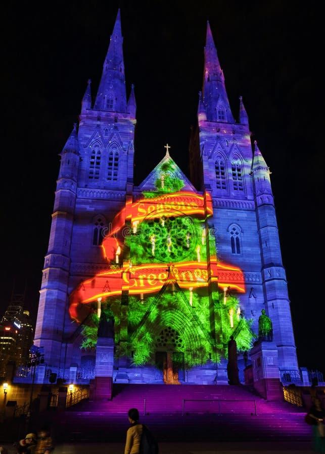 L'arbre de Noël assaisonne la cathédrale de St Mary de salutations, Sydney images libres de droits