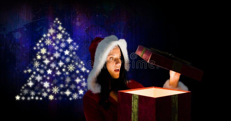 L'arbre de Noël de cadeau et de flocon de neige d'ouverture de Santa de femme modèlent la forme image stock