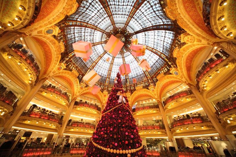 L'arbre de Noël chez Galeries Lafayette photo stock
