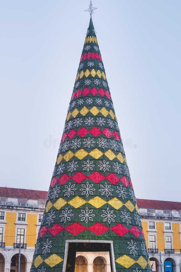 L'arbre de Noël décoré des lumières, Terreiro font le paco, Lisbonne, Portugal image libre de droits