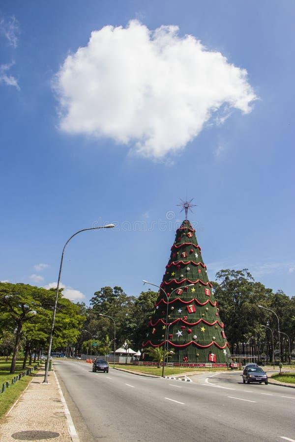L'arbre de Noël dans Ibirapuera - São Paulo photo stock
