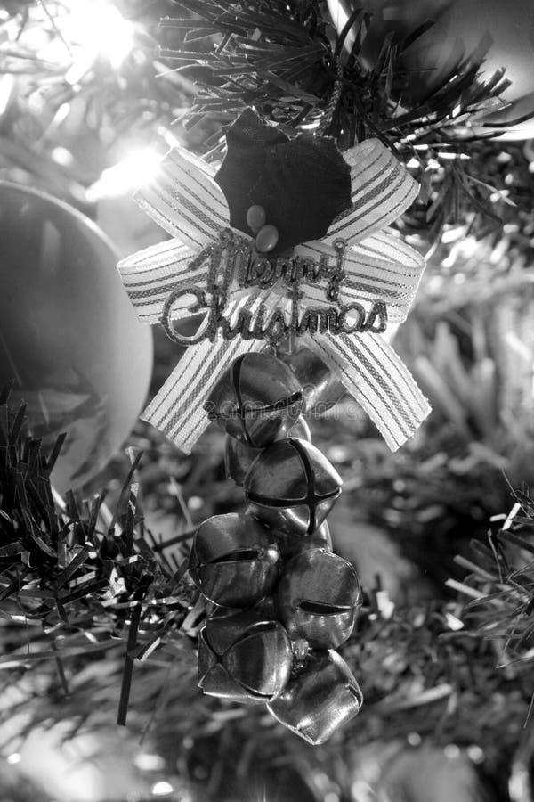 L'arbre de Noël ornemente noir et blanc photographie stock libre de droits