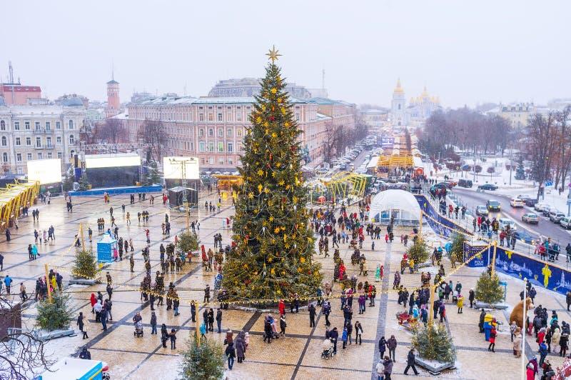 L'arbre de Noël principal de ville au milieu de St Sophia Square images libres de droits
