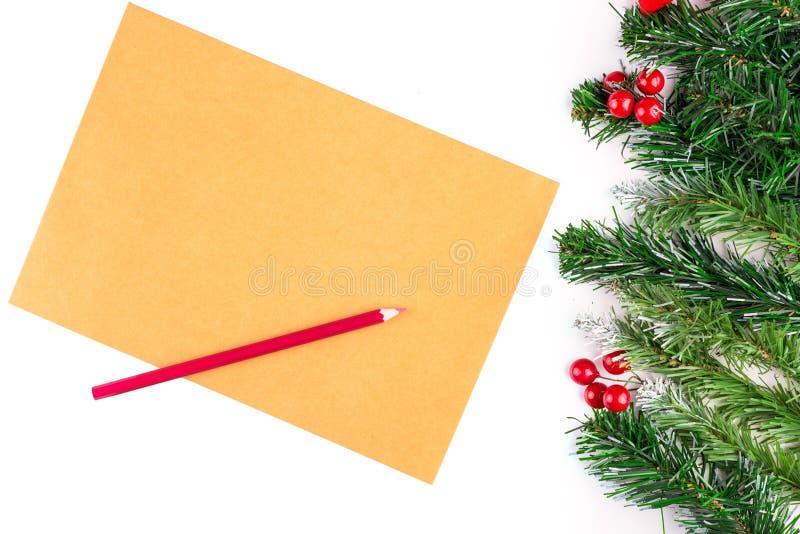 L'arbre de sapin de Noël avec la décoration et le vintage vide empaquettent le fond Copie espacée photographie stock libre de droits