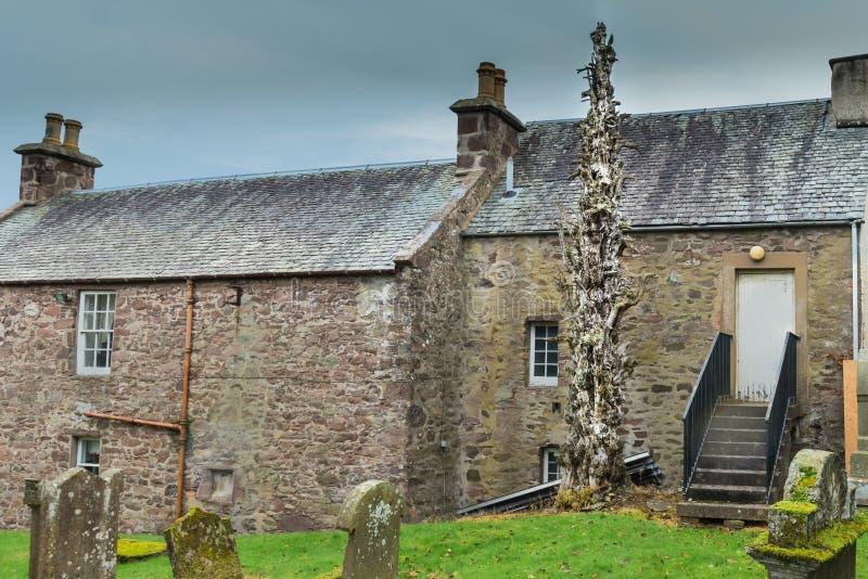 L'arbre mort étrange de Muthill ruine l'Ecosse photo stock