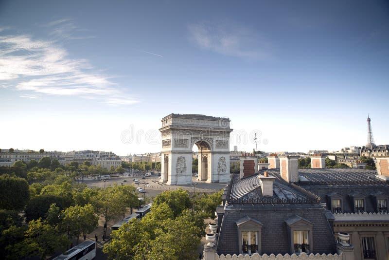 L'Arc de Triomphe à Paris, France photo libre de droits