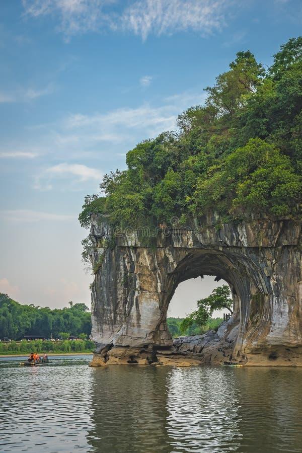 L'arc de Trunk Hill à Guilin image libre de droits