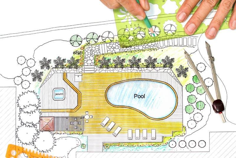 L 39 architecte paysagiste con oit le plan d 39 arri re cour for Architecte paysagiste prix