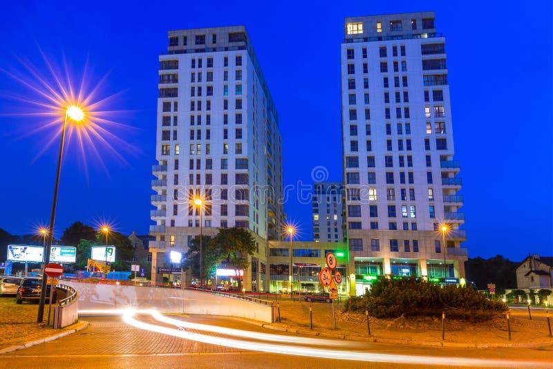L'architecture de Quattro domine à Danzig Wrzeszcz la nuit image libre de droits
