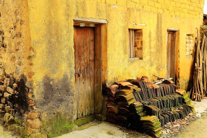 L'architecture de ruines et la vieille maison en pierre images libres de droits