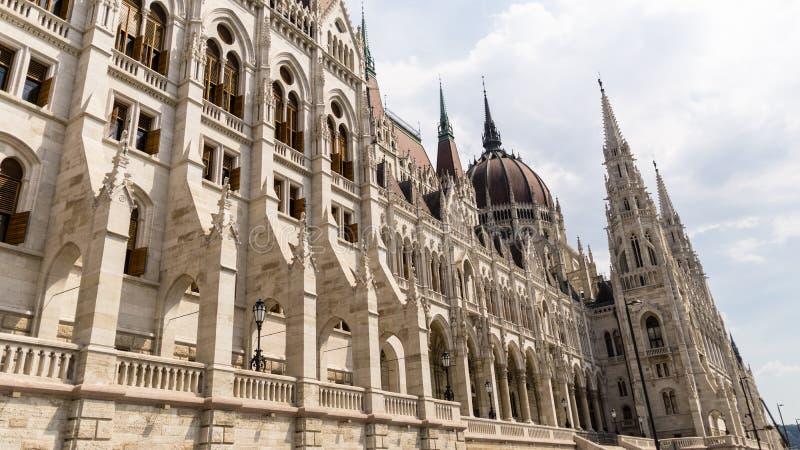 L'architecture gothique de style de renaissance détaille - le bâtiment hongrois du Parlement - Budapest images stock