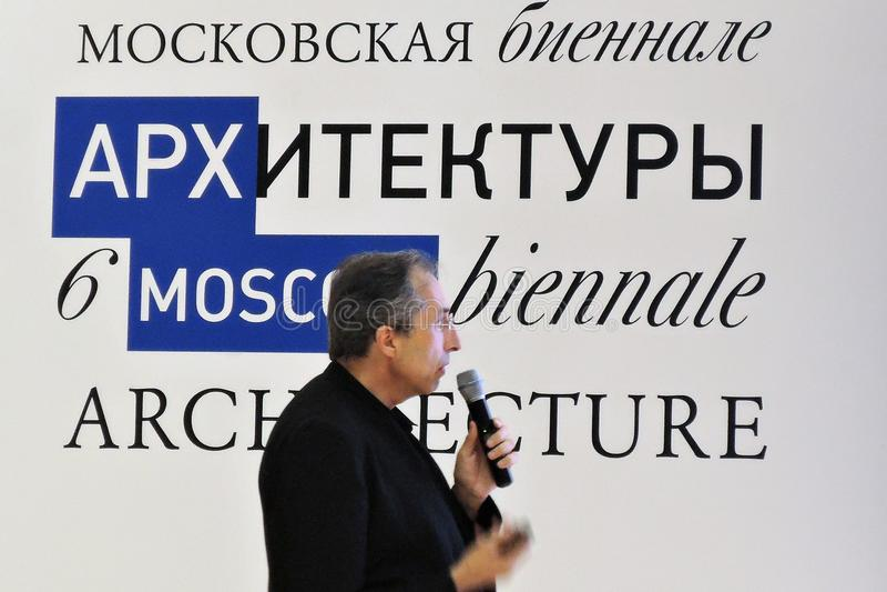 Download L'architetto Sergey Choban Parla All'arco Mosca Fotografia Stock Editoriale - Immagine di architettura, showpiece: 117976663