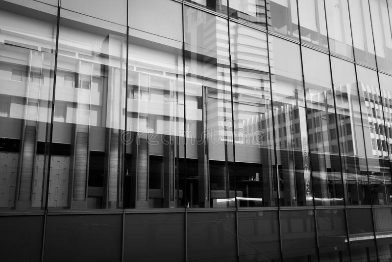 L'architettura moderna è composta di struttura di vetro e d'acciaio immagine stock