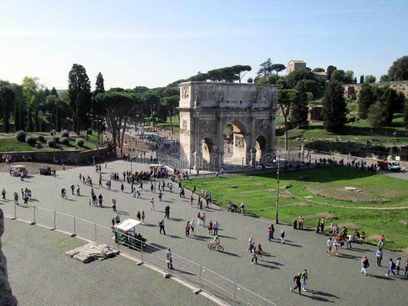 L'arco di Titus è Arc de Triomphe, con un singolo arco, disposto sui pendii del palatino, nella parte occidentale di Roma fotografie stock libere da diritti