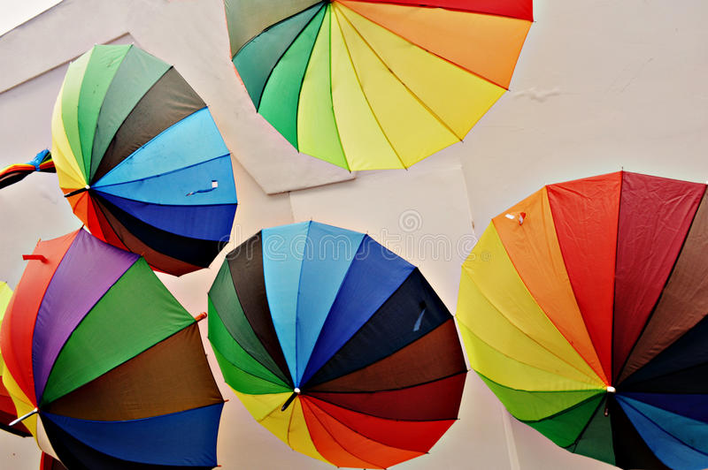 L'arcobaleno dell'ombrello segmenta la decorazione luminosa stupefacente colourful fotografie stock libere da diritti