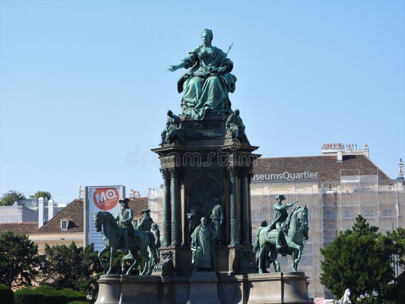 L'area della Maria-Theresien-Platz, Vienna, Austria, un chiaro giorno immagini stock