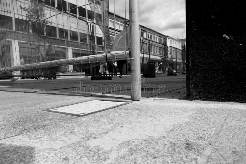 L'area pubblica caduta dei detriti tiene la cassaforte fotografia stock libera da diritti
