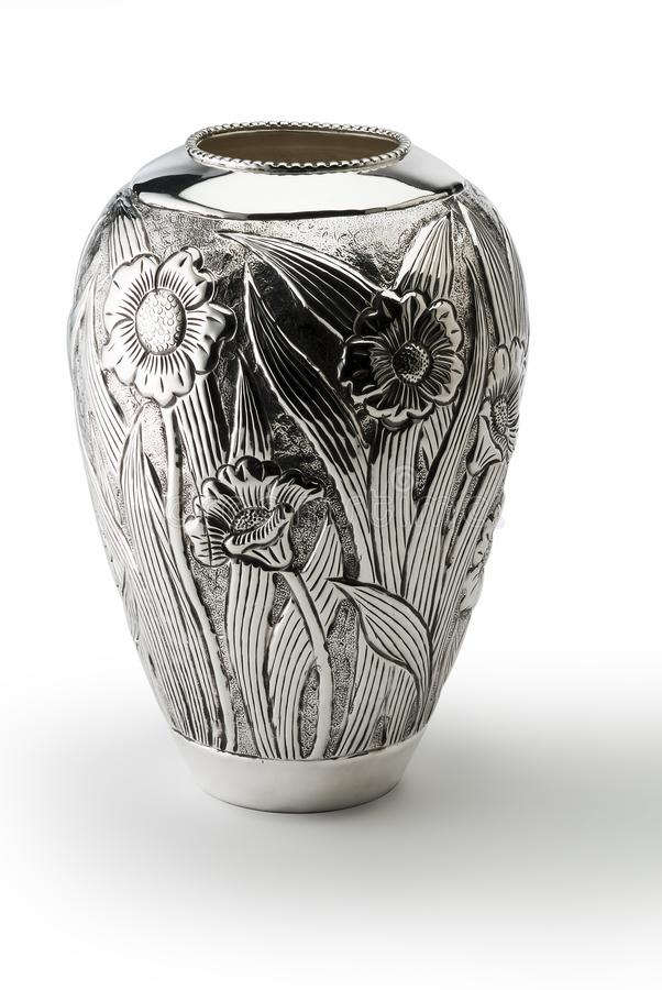 L'argent a décoré le vase vertical images stock
