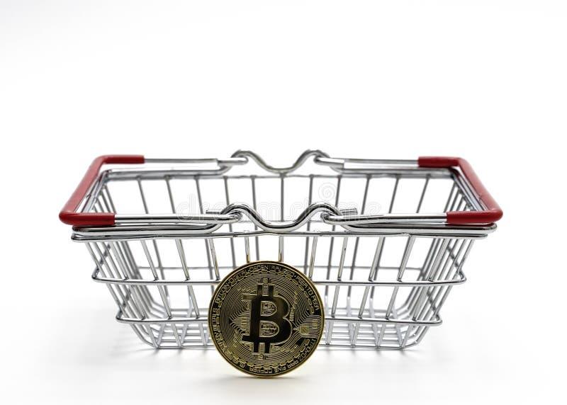 L'argent de Bitcoin avec le caddie sur le fond blanc a tiré dans Stu photos stock