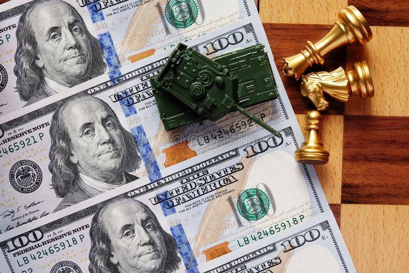 L'argent est l'arme qui peut prendre vers le bas tout L'argent liquide est concept de roi image libre de droits