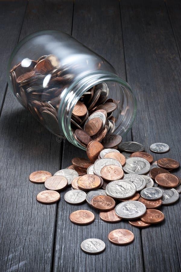 L'argent invente l'épargne de pot photo libre de droits