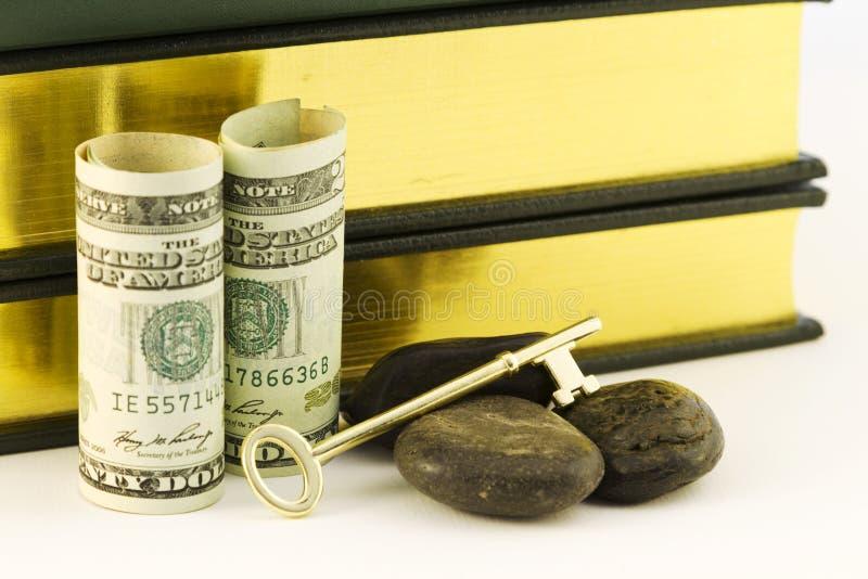 L'argent pour l'éducation est une clé stratégique en périodes rocheuses image stock