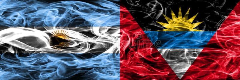 L'Argentine contre des drapeaux de fumée de l'Antigua-et-Barbuda placés côte à côte illustration de vecteur